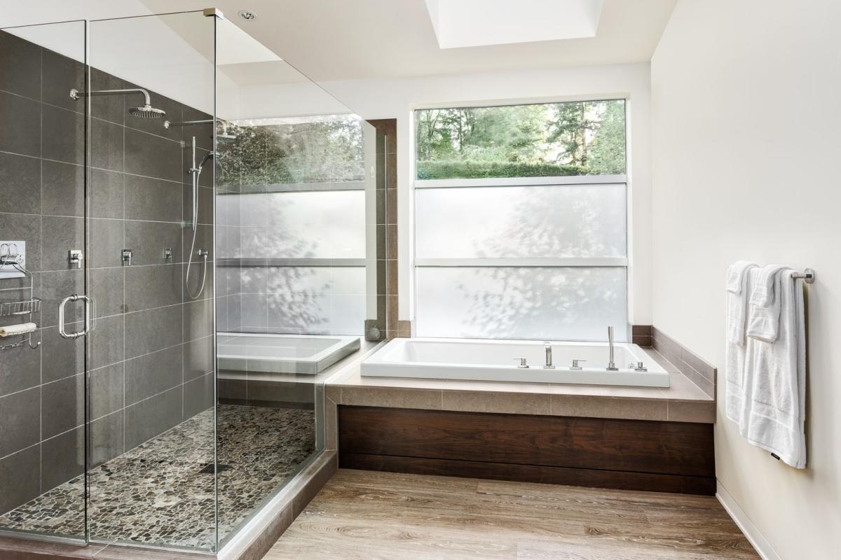 https://rehome.cz/wp-content/uploads/2017/03/rehome-rekonstrukce-koupelny-1.jpg